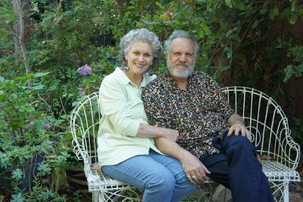 Не раз награждённый дуэт, муж и жен, Ричард и Алиса Матзкины в своей студии у горы Ояи поделились творческим духом и искусством старения. Фото: Beverly Mann