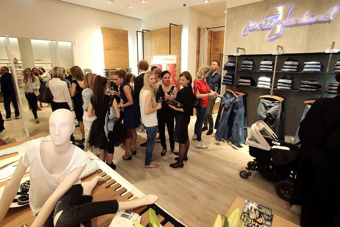 Во время открытия фирменного магазина 7 for all mankind 25 апреля 2013 г. в немецком городе Франкфурт-на-Майне. Фото: Hannelore Foerster/Getty Images for 7 for all mankind