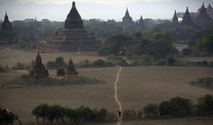 В окрестностях Багана — города тысячи храмов на севере Мьянмы. Фото: STR/AFP/Getty Images