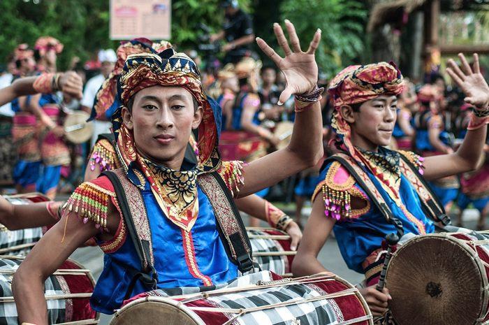 На острове Бали в Индонезии начался международный фестиваль искусств 15 июня 2013 г. Фото: Putu Sayoga/Getty Images