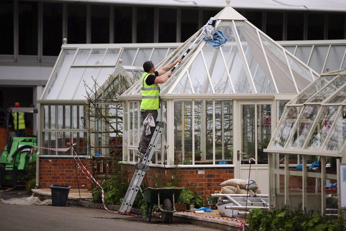 Финальная подготовка к открытию выставки цветов Челси в Лондоне 17 мая 2013. Chelsea Flower Show будет открыто для публики с 21 по 25 мая 2013 г. Фото: Dan Kitwood/Getty Images