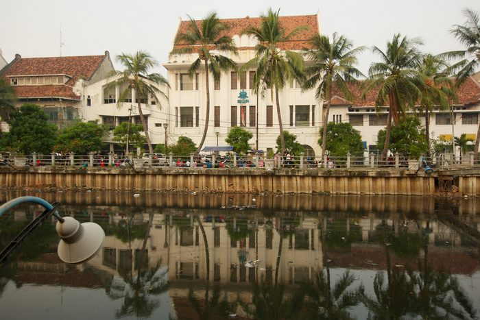 Старый исторический центр Джакарты привлекает туристов музеями и древними зданиями. Фото: Ed Wray/Getty Images