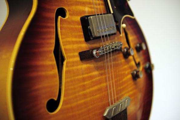 Дорогие винтажные гитары Ричарда Гира. Фото: EMMANUEL DUNAND/AFP/Getty Images