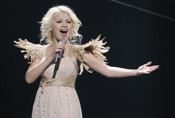 Выступление Ники Ньютон на конкурсе Евровидение 2011. Фото: Sean Gallup/Getty Images