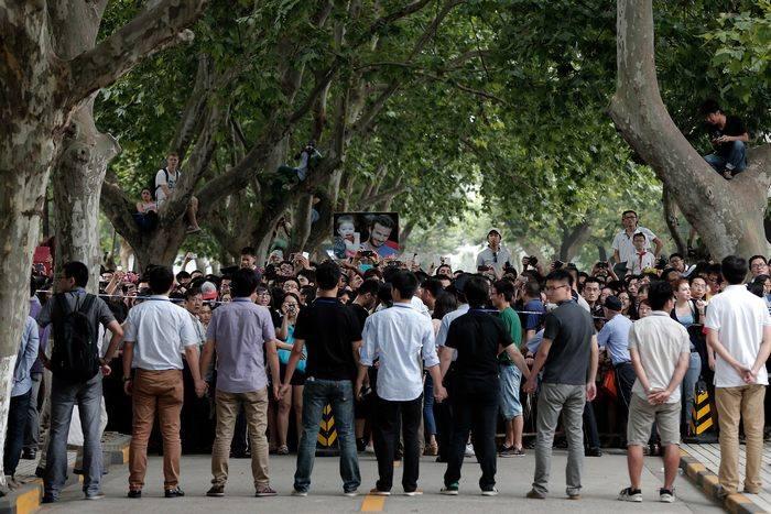Во время посещения Дэвидом Бэкхемом университета Тунцзи в Шанхае 20 июня разразилась массовая паника с множеством пострадавших. Фото: Lintao Zhang/Getty Images