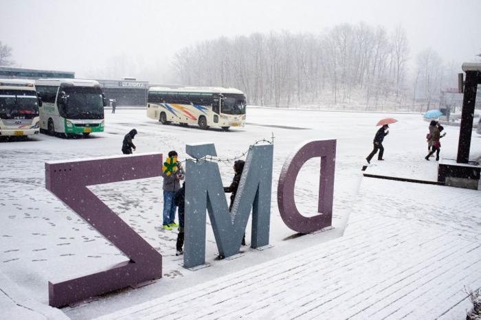 Туристические автобусы у обсерватории Дорасан. Фото: Джерод ХОЛЛ