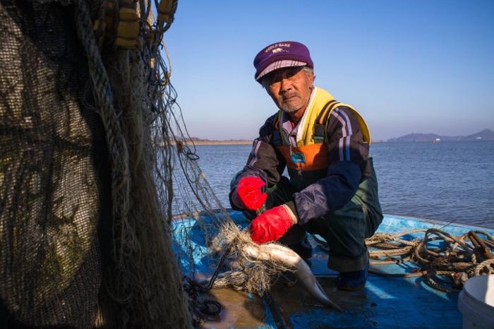 Рыбак вблизи ДМЗ. Фото: Джерод ХОЛЛ