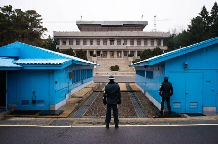 Заброшенное селение Пханмунджом, где в 1958 г. было подписано перемирие между Южной и Северной Кореей. Фото: Джерод ХОЛЛ