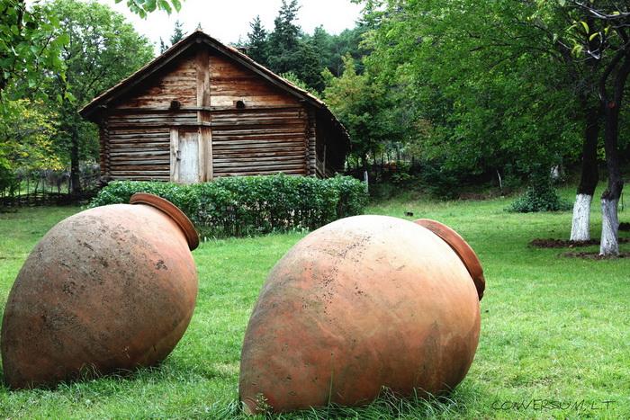 Квеври — кувшин для брожения и хранения вина, издавна применялся в винодельческих районах Закавказья. Грузинские кувшины для вина получили высокий статус. Фото: Levan Totosashvili/flickr.com