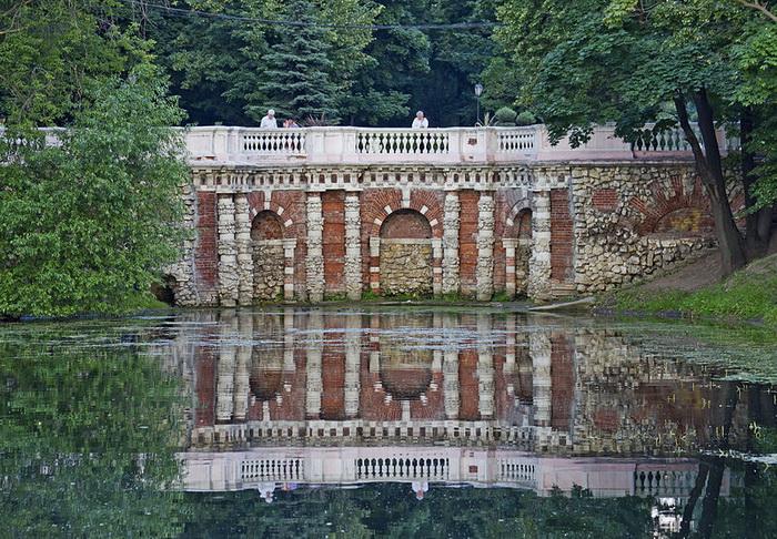 Грот Растрелли в парке Лефортово, Москва. Фото: A.Savin/commons.wikimedia.org
