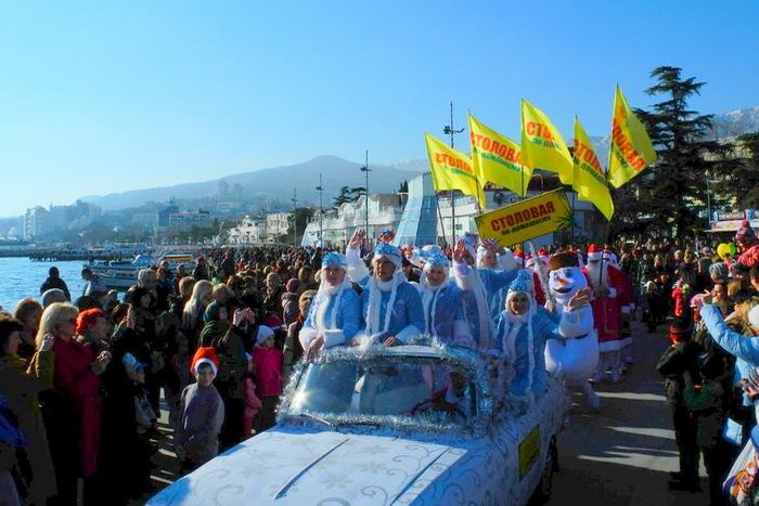 Деды Морозы устроили в Ялте парад. Фото: Алла Лавриненко/Великая Эпоха (The Epoch Times)
