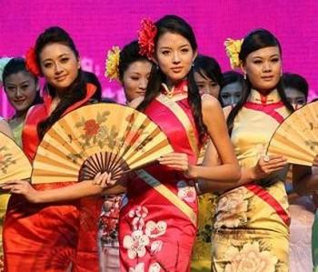 Новое веяние среди китайских партийных чиновников - содержание огромных «гаремов» любовниц, прямо связано с возрастанием числа убийств и неуклонным ростом уровня коррупции. Фото с dirty.ru