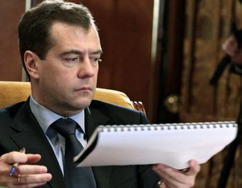 Медведев может уничтожить наркомафию перед Концом Света. Фото: MIKHAIL KLIMENTYEV/AFP/Getty Images