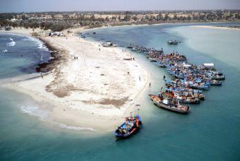 Пляж на острове Фламинго: однодневная поездка на пиратской лодке на о.Фламинго, и природный заповедник о. Джерба. Фото: (Tunisian National Tourist Office