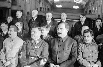 Николай Ежов (справа). «Ежовщина» – так назвали «расцвет» кровавых репрессий в середине тридцатых годов 20 века. Фото: Stringer/AFP/Getty Images
