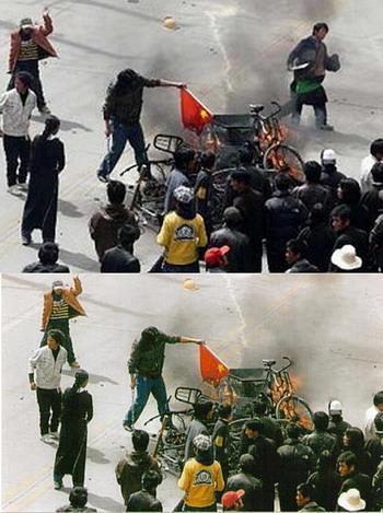Ниже не вырезанная версия фотографии, выпущенная для мировых СМИ китайскими властями, чтобы показать действия тибетцев во время волнений 2008 года. На фото можно заметить протестующего с ножом в руках (верхнее фото, справа).После того, как этот человек был идентифицирован, как китайский полицейский, одетый в тибетскую одежду, китайские власти опубликовали обрезанную версию фотографии с удаленным из нее полицейским. Фото с сайта theepochtimes.com