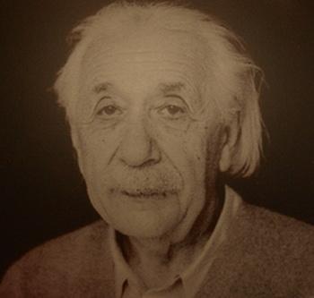 Эйнштейн.Вздыхал ли он? Экспозиция в библиотеке Иерусалимского Университета Гиват-Рам. Фото: Хава Тор/Великая Эпоха