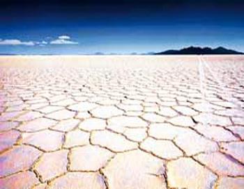 Озеро Уюни в Боливии - однo из крупнейших в мире месторождений лития. Фото: Martin Bernetti / AFP / Getty Image