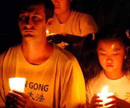 Свечи в память о погибших от репрессий компартии Китая последователей Фалуньгун будут зажжены сегодня по всему миру. Фото сайта Минхуэй