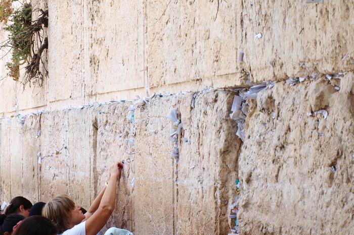 По Старому городу. У Стены плача, женская сторона. Фото: Хава Тор/Великая Эпоха (The Epoch Times)