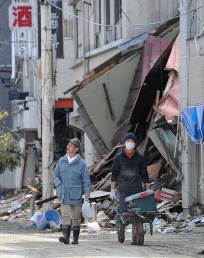 Апрель с Землей не шутит. Обзор. Фото: TORU YAMANAKA/AFP/Getty Images