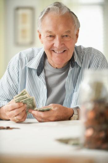 Практика показывает, что заемщик пенсионного возраста более ответственен и добросовестен в выполнении взятых обязательств по кредиту, чем заемщики других возрастов. Фото: Jose Luis Pelaez/Getty Images