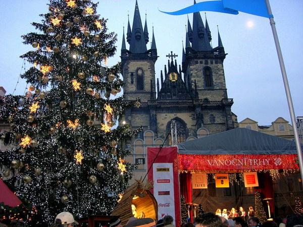 Новый год и Рождество в Чехии. Староместская площадь. Фото: Алла ЛАВРИНЕНКО/ Великая Эпоха (The Epoch Times)