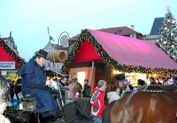 Новый год и Рождество в Чехии. Гужевой транспорт на площади. Фото: Алла ЛАВРИНЕНКО/ Великая Эпоха (The Epoch Times)