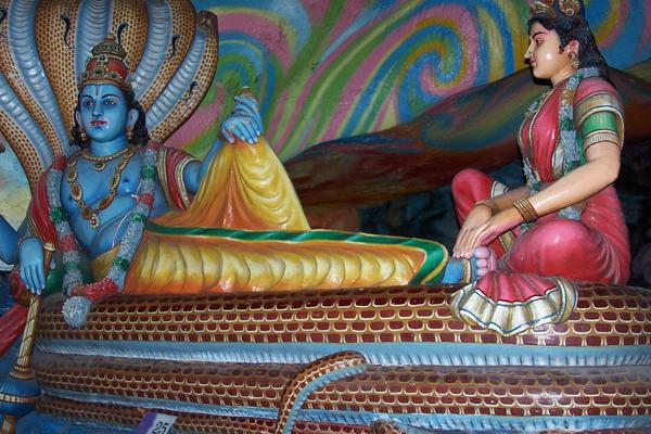 Пещеры Бату. Внутри пещеры размещены яркие красочные скульптуры индуистских богов. Фото: Екатерина Кравцова/ Великая Эпоха/The Epoch Times