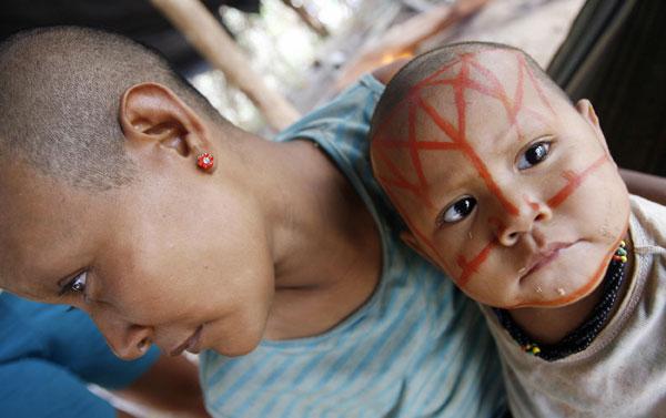 Мать и дитя. Представители этнической группы Nukak-Maku  в Колумбии. Фото: Rodrigo ARANGUA/ AFP/Getty