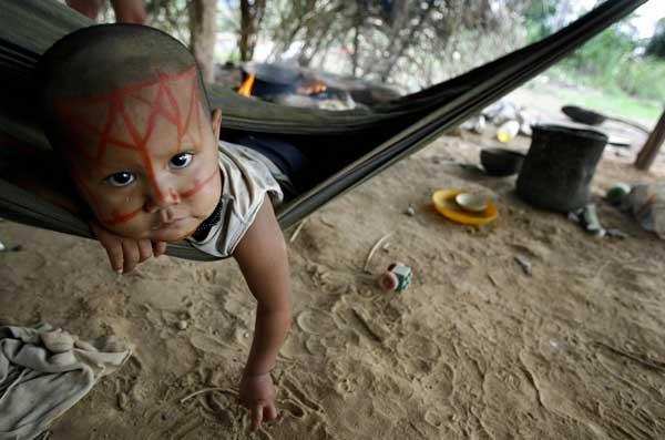 Представители этнической группы Nukak-Maku  в Колумбии. Фото: Rodrigo ARANGUA/ AFP/Getty