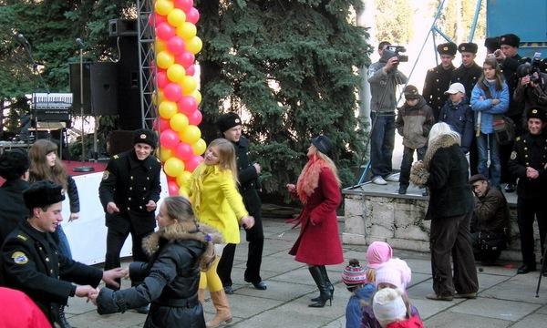 Народ веселился и плясал, радуясь Масленице. Фото:  Алла Лавриненко/Великая Эпоха/The Epoch Times