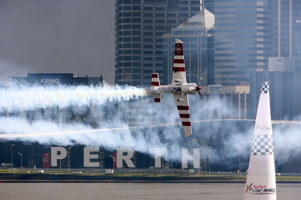 Red Bull Air Race, Австралия. Тренировочный день.  Фото: Dean Mouhtaropoulos/Getty Images