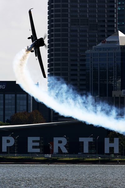 Red Bull Air Race. На вираже.  Фото: Dean Mouhtaropoulos/Getty Images