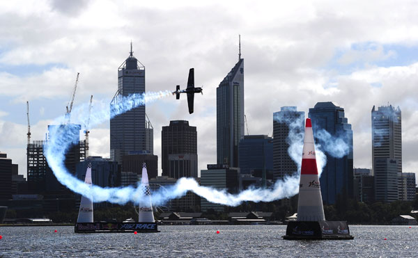 Red Bull Air Race. Пройдены ворота.  Фото: Dean Mouhtaropoulos/Getty Images