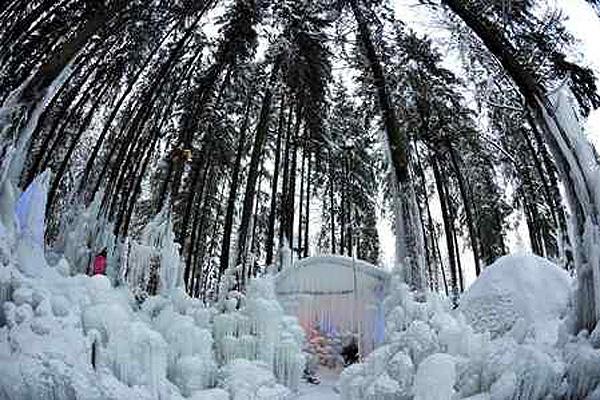 Лед, свет, цвет… Foto: Dominic Favre/AP Photo/Keystone