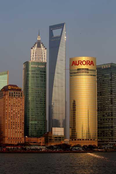 Expo 2010.  Здание финансового центра (в центре) высотой 492 м в Шанхае. Фото: Feng Li/Getty Images