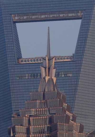 Expo 2010.  Здание Чжин Мэо Тауэр на фоне здания Финансового центра в Шанхае. Фото: Feng Li/Getty Images
