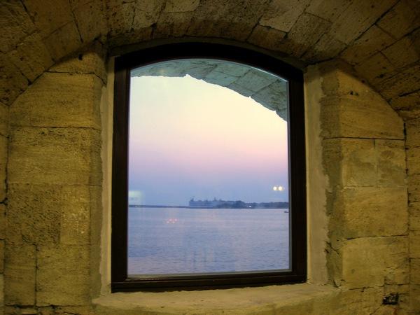 Вид из окна Михайловской батареи. Фото: Алла Лавриненко/Великая Эпоха