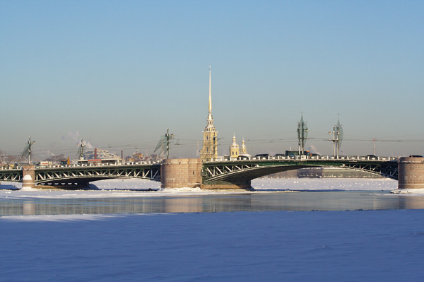 Санкт-Петербург. Дворцовый мост. Фото: Лора Ларсиа/Великая Эпоха/The Epoch Times