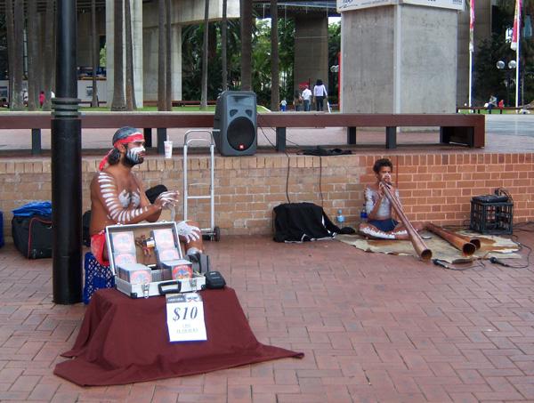 Австралия.  Аборигены на улицах города.   Фото: Евгений Добрыгин