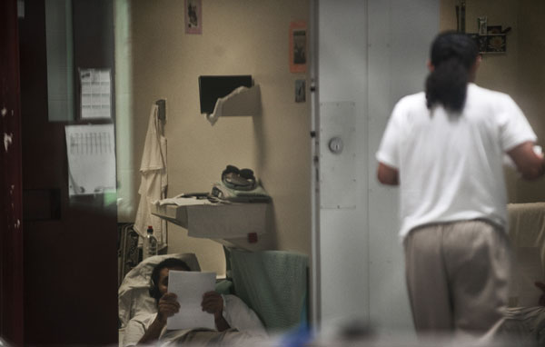 Гуантанамо (Куба). В камере. Фото:  PAUL J. RICHARDS/AFP /Getty Images