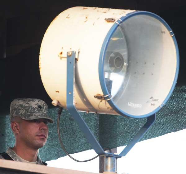 Гуантанамо (Куба). На смотровой вышке. Фото:  PAUL J. RICHARDS/AFP /Getty Images