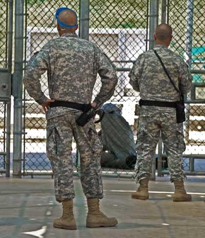 Гуантанамо (Куба). Тюрьма продолжает быть действующей спустя год после заявления Обамы об её закрытии. Фото:  PAUL J. RICHARDS/AFP /Getty Images