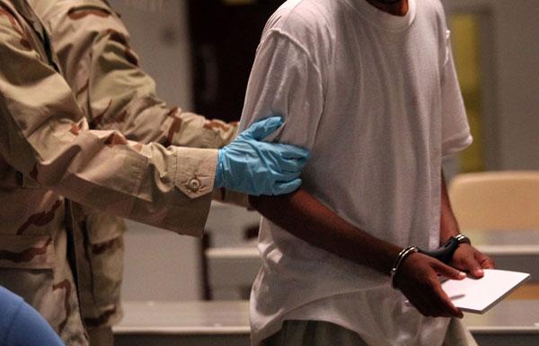 Гуантанамо (Куба). В лагерной библиотеке. Фото:  John Moore/Getty Images