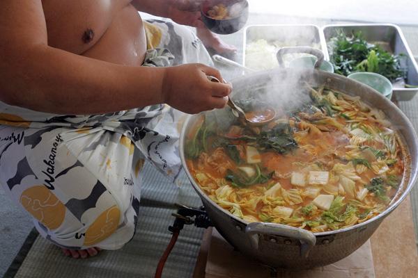 Сумо. Чан с  chanko-nabe («тушеное мясо сумо») - любимое блюдо борцов сумо.  Фото: Junko Kimura/Getty Images