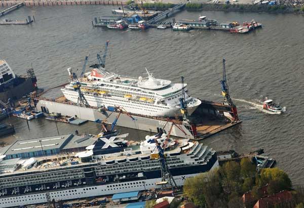 Гамбург. Пассажирские лайнеры у верфи Blohm & Voss. Фото: Andreas Rentz/Getty Images