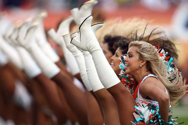 Группа поддержки. Фото: Doug Benc /Getty Images