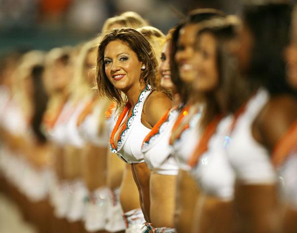 Красивые девушки воодушевляют спортсменов на подвиги. Фото: Doug Benc /Getty Images
