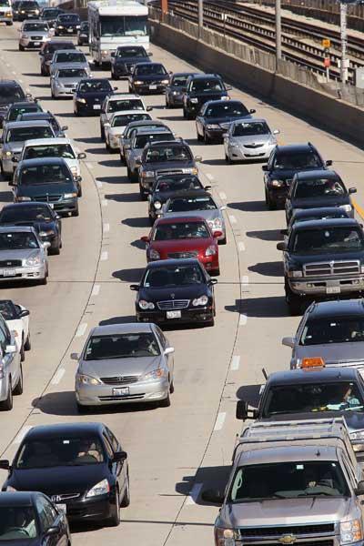 Обстановка на автомобильных дорогах в Чикаго (штат Иллинойс, США) накануне уикэнда. Фото: Scott Olson/Getty Images